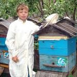 Александр - наследник секретов пчеловодческого мастерства семьи Топорковых