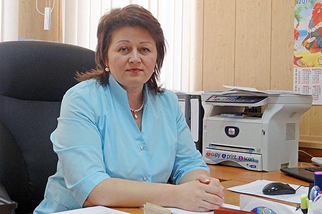 Главный врач стоматологической поликлиники Ирина Владимировна Муханова.