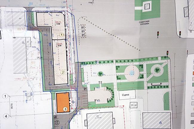 Офисное здание (в виде буквы «г») будет располагаться ближе к улице Ленина. Здание ЗАГСа (на плане - оранжевого цвета) будет находиться ближе к киноцентру «Сатурн».