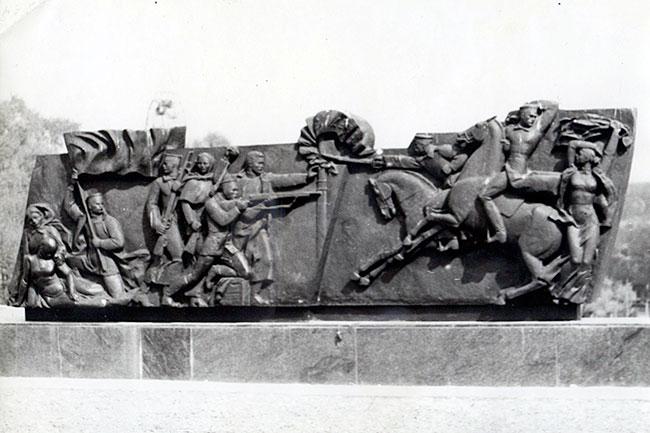 Утраченная часть памятника Александровской республике на Соборной площади города Александрова.