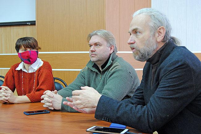 Представитель Общенационального союза индустрии гостеприимства Дмитрий Голиков (крайний справа) и президент МОО «Лига Караванеров» Андрей Артюхов.