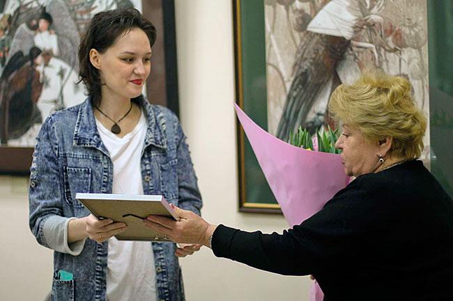 Елизавета Надеждина и директор АРДШИ им. В. В. Зубова Татьяна Фокина.